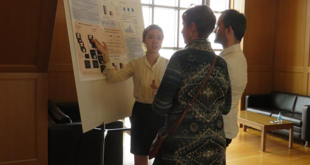 Zhaojie Zhang presents her research poster at CogFest