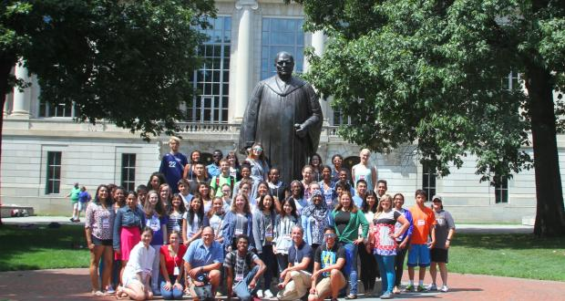 2015 Summer Institute class in front of Thompson library